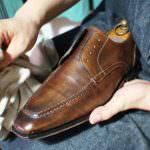 靴にワックスを塗って鏡面(ハイシャイン)にする方法