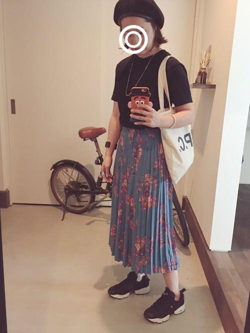 スカートに似合う!リーボックのレディーススニーカー